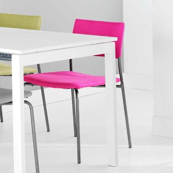 Krzesło materiałowe fuksja
